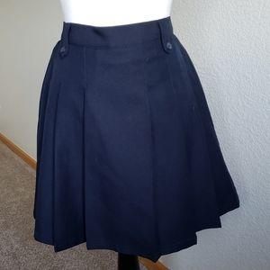 Izod navy pleated shorts skirt